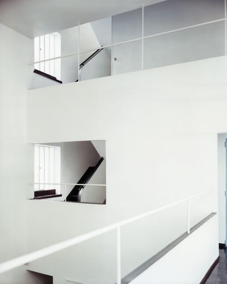 Guido Guidi, Maison La Roche, 2003, stampa a contatto, cm 20x25, © Guido Guidi, courtesy Viasaterna